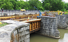 Nine Mile Creek Aqueduct restoration - Lifting another side beam