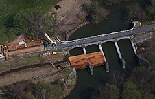 Nine Mile Creek Aqueduct restoration - First glulam timbers installed